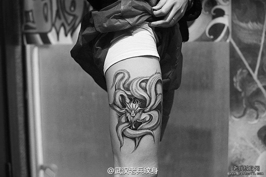大腿九尾狐刺青图案作品
