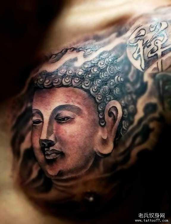 胸部佛祖纹身图案