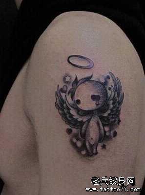 后背小女天使纹身图案