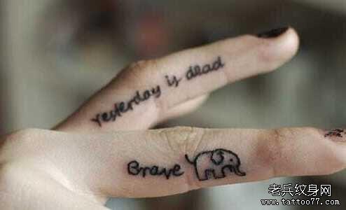 手指英文字符纹身图案