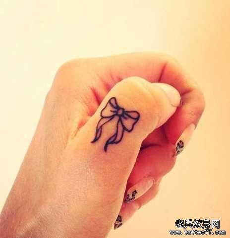 手指蝴蝶图腾纹身图案