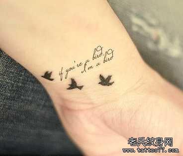 手臂英文小燕纹身图案
