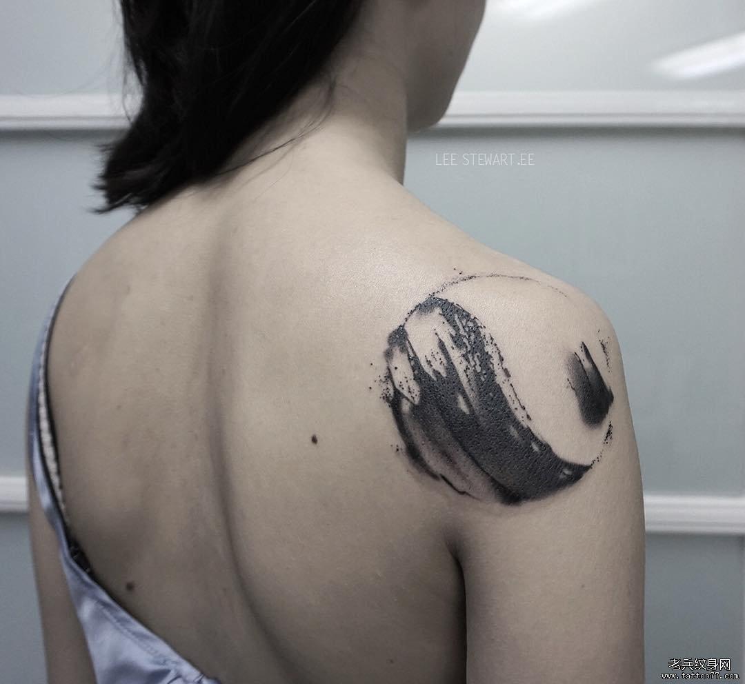 腿部中国风泼墨纹身图案
