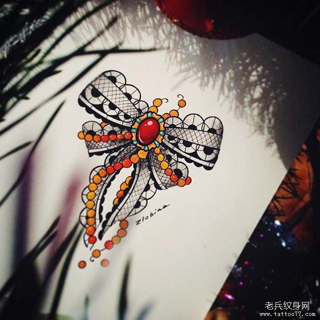 彩色花边纹身图案