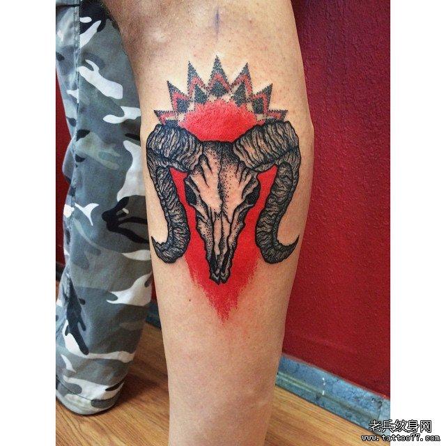 黑灰羊骷髅纹身图案