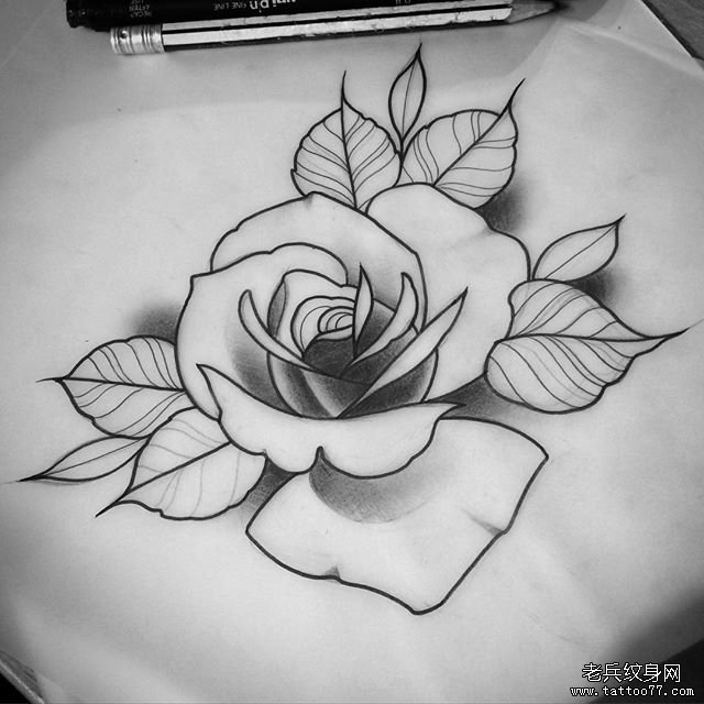 黑灰花朵纹身图案