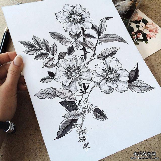黑灰花朵纹身图案图片
