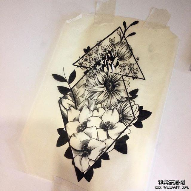 黑灰几何欧美花朵纹身图案图片