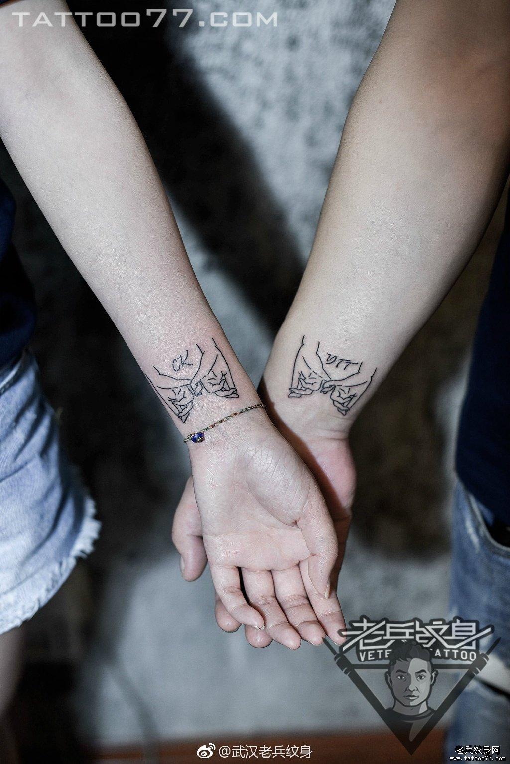纹身          0 喜欢         浏览           手腕情侣线条小