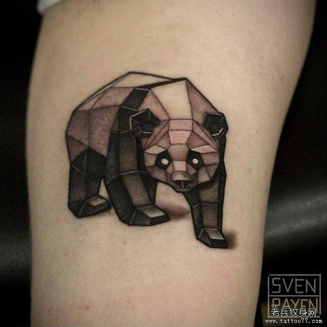 几何黑灰熊猫纹身图案