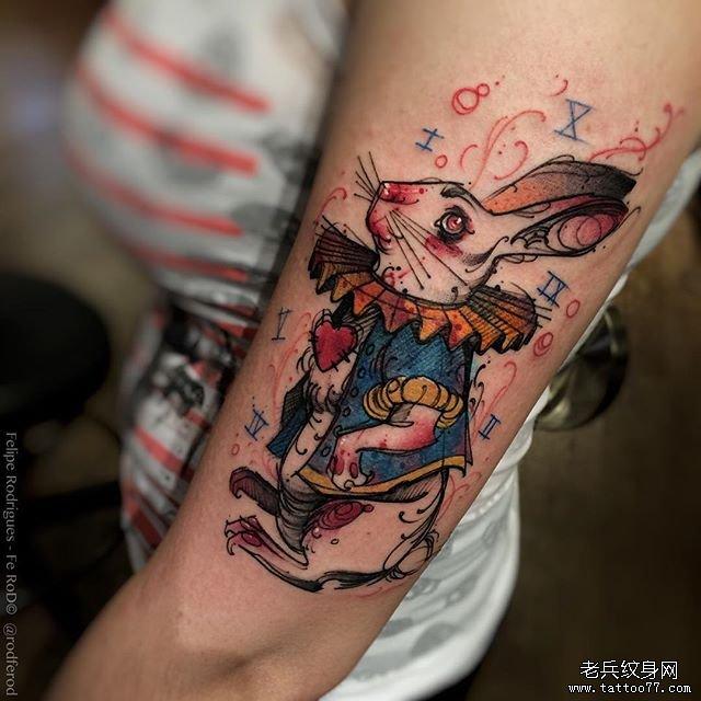 手臂 彩色兔子纹身图案
