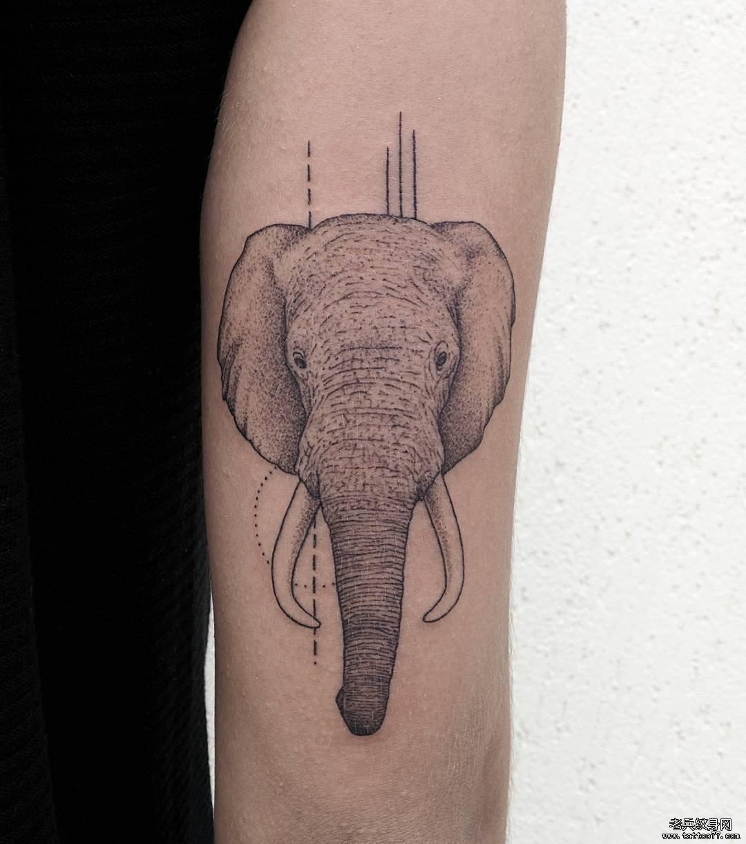 小清新可爱骨头纹身图案