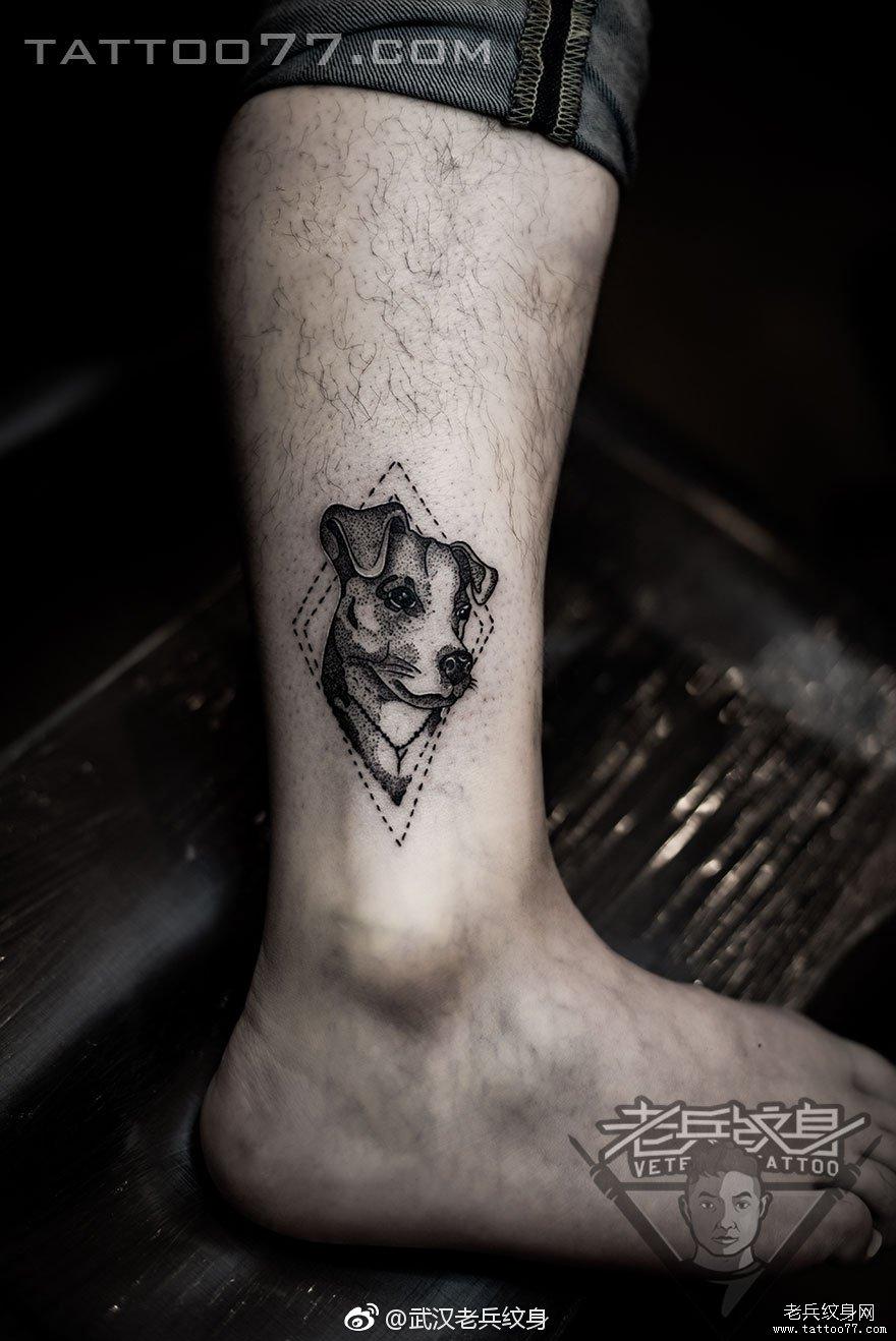 腿部黑灰树苗小清新刺青作品