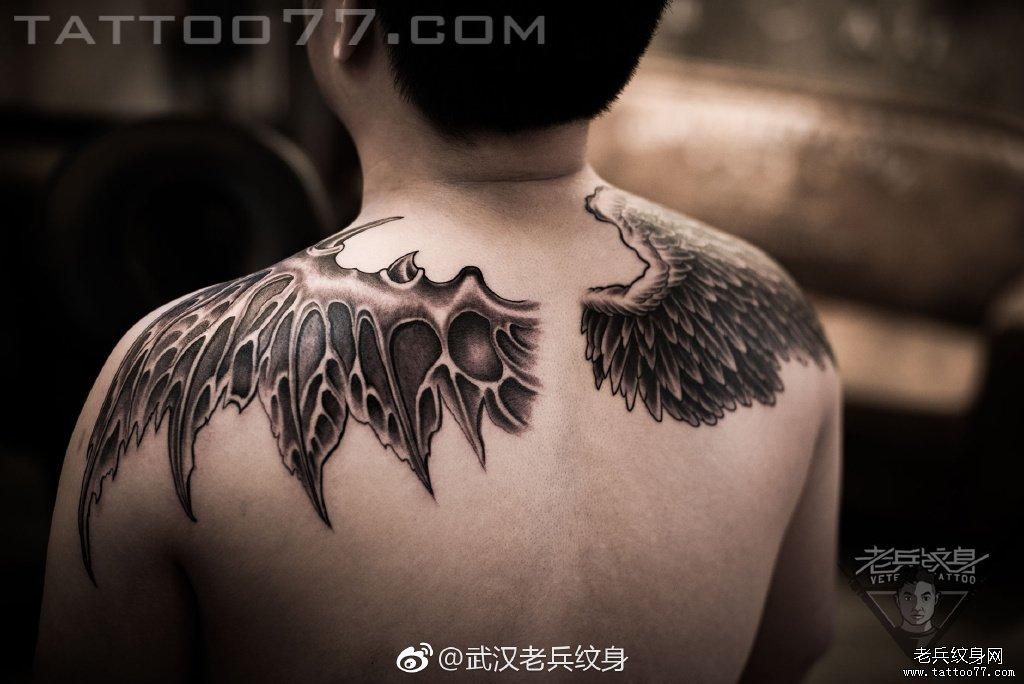 小臂翅膀纹身图案