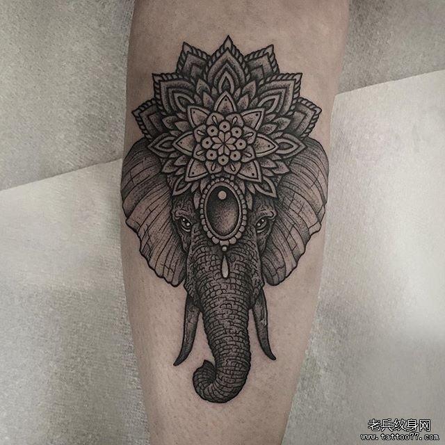 手臂大象动物纹身图案