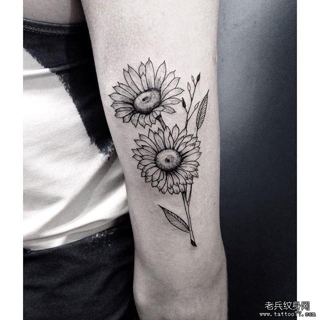 手臂小清新花朵纹身图案         手臂浪花小清新纹身图案