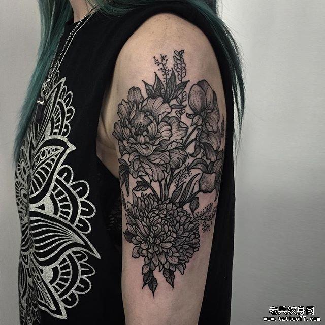 手臂小清新牡丹黑灰纹身图案·         手臂小清新花朵纹身图案