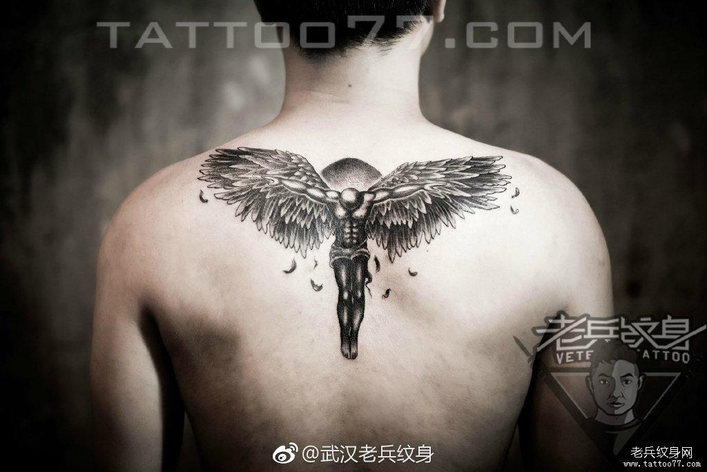 后背黑灰天使刺青作品