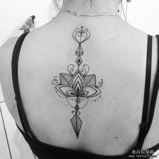 后背蕾丝莲花纹身图案         手臂蕾丝箭纹身图案         骷髅黑