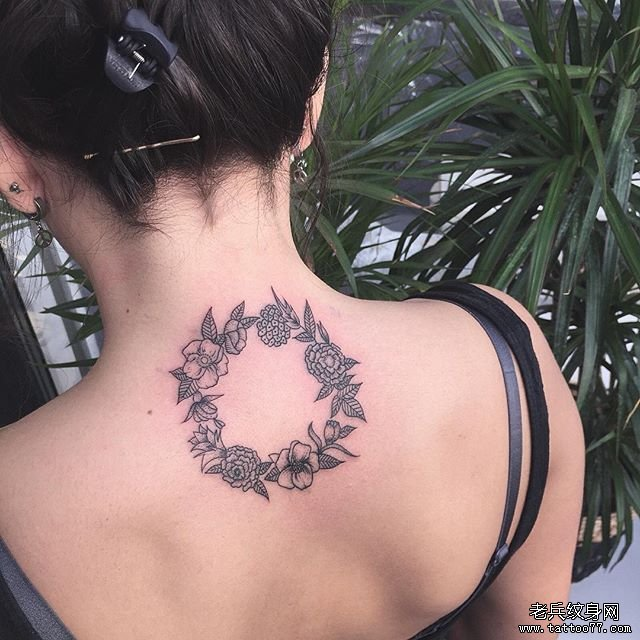 后背小清新花环纹身图案图片