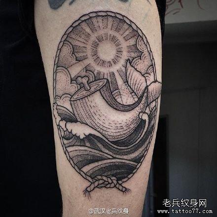 腿部几何浪花纹身图案