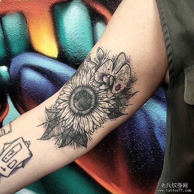 手臂向日葵纹身图案
