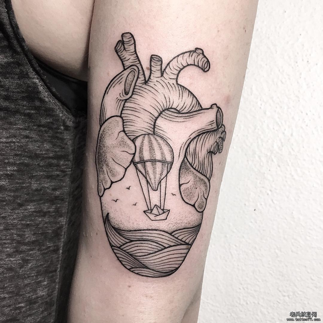 小清新心脏浪花纹身图案