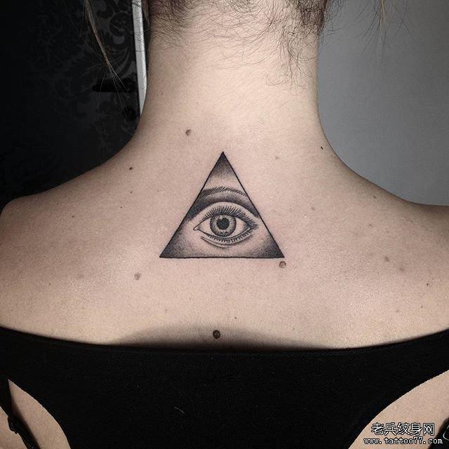 后背黑灰欧美眼睛几何纹身图案