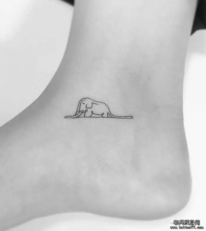 脚腕小清新蛇吞大象纹身图案