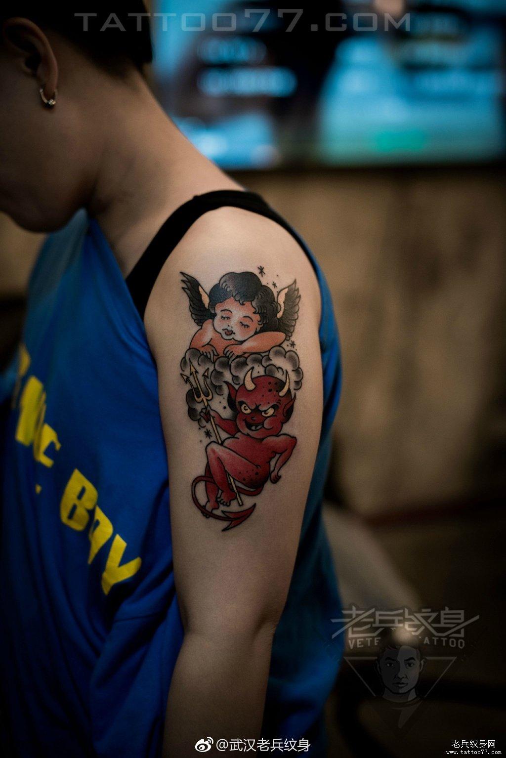手臂恶魔天使纹身图案