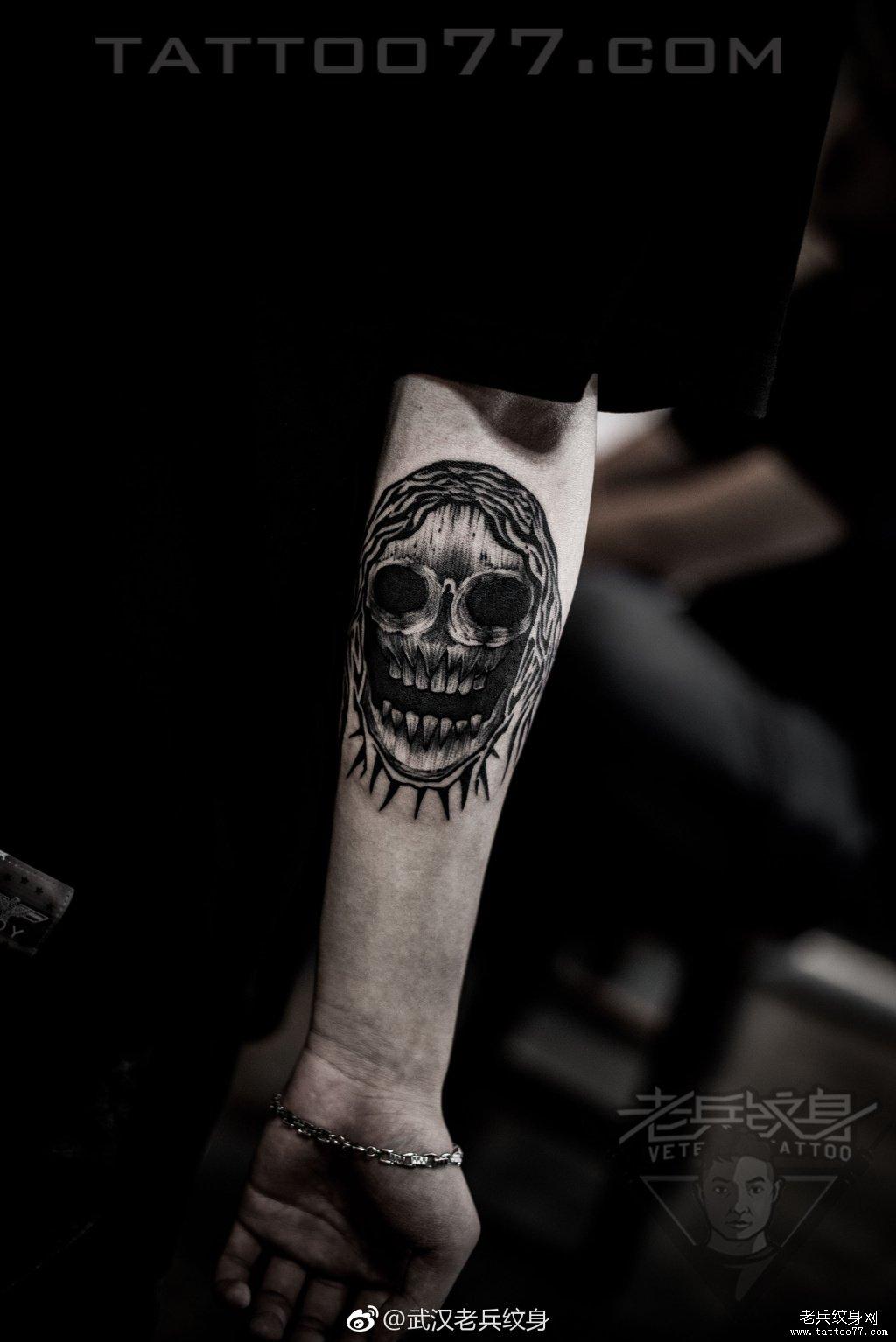 手臂哥特体纹身图案图片