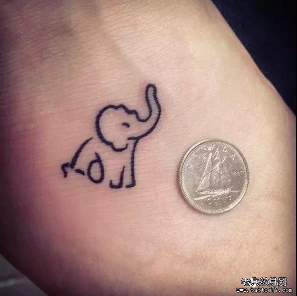 手腕大象纹身图案