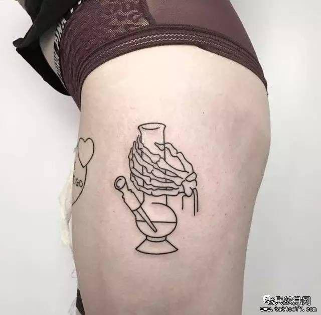 大腿简约线条纹身图案
