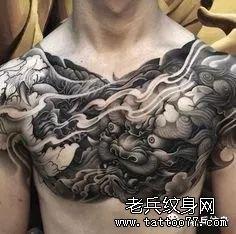 唐狮花胸纹身图案