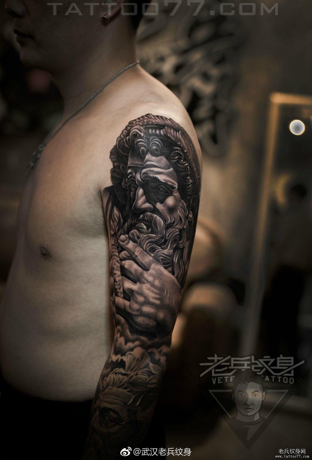 暂停播放          花臂象神纹身图案          手臂黑灰艺妓纹身图片