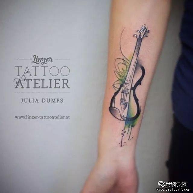 手腕小提琴纹身图案