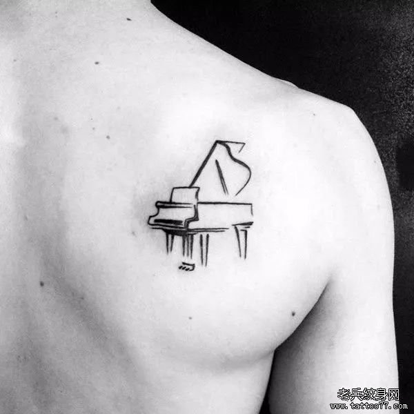 前胸线条钢琴纹身图案