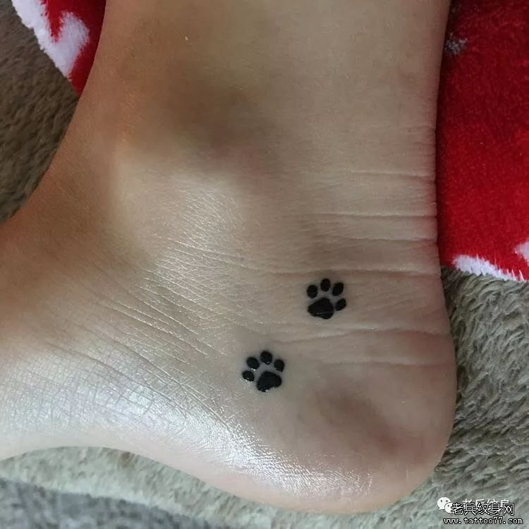 脚踝小清新脚印纹身图案