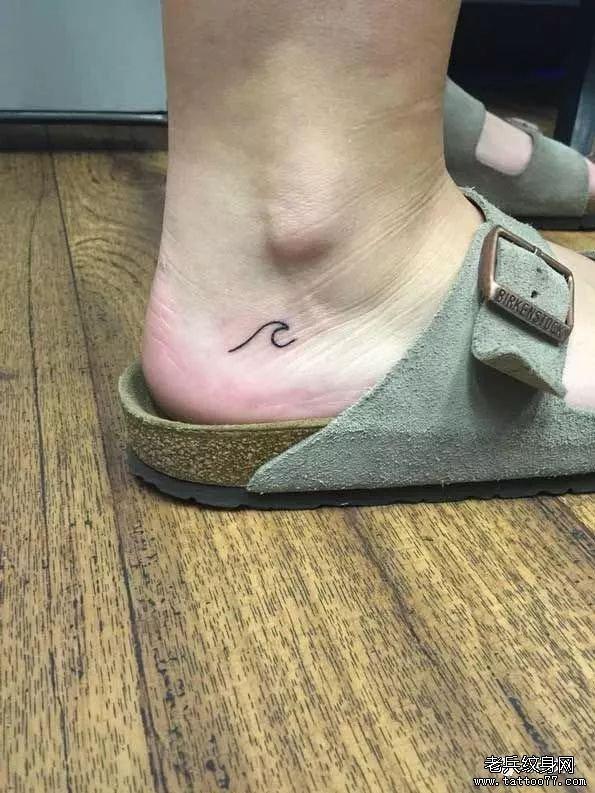 脚踝小清新线条浪花纹身图案
