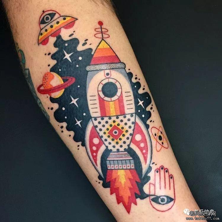 大腿黑灰钟表纹身图案