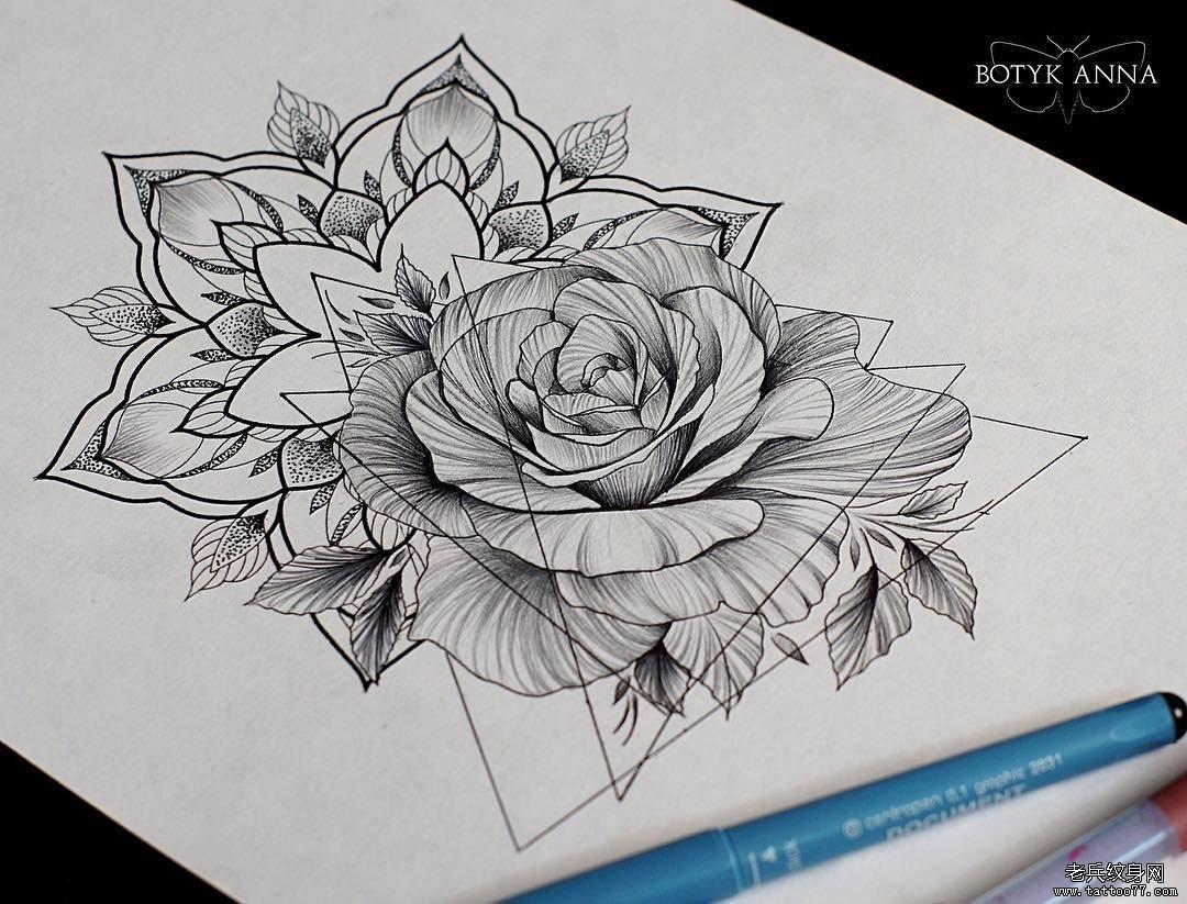 黑灰花手稿纹身图案