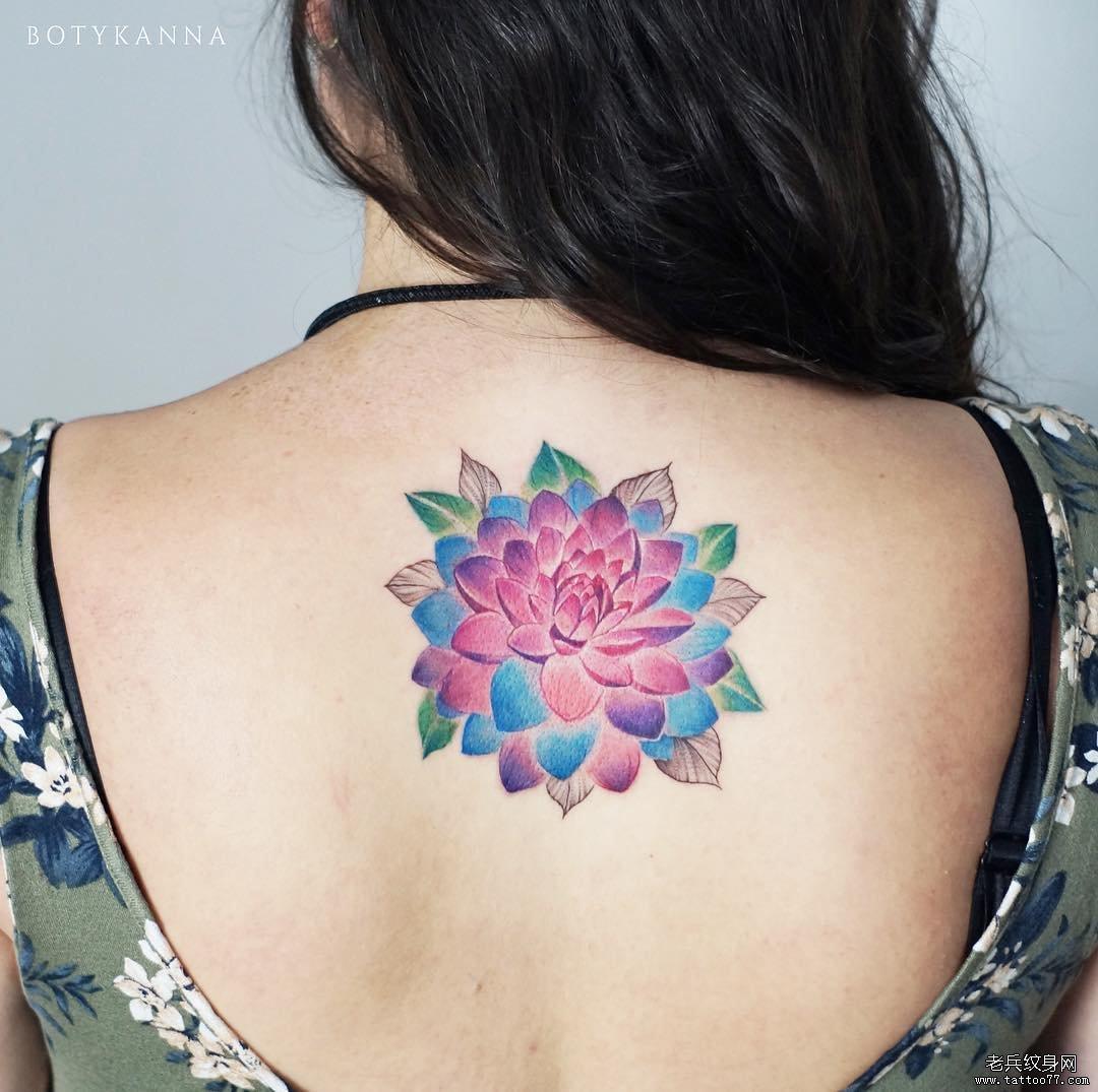后背花色彩简约纹身图案