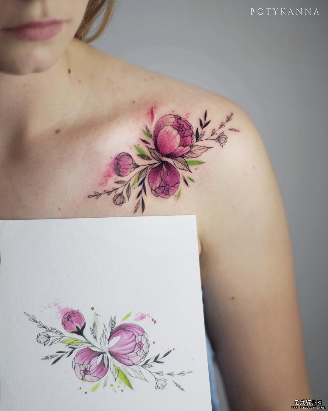 肩部色彩花纹身图案