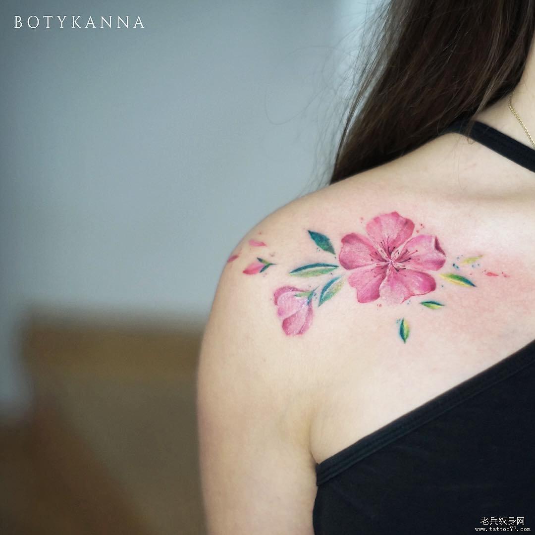 肩胛色彩花纹身图案