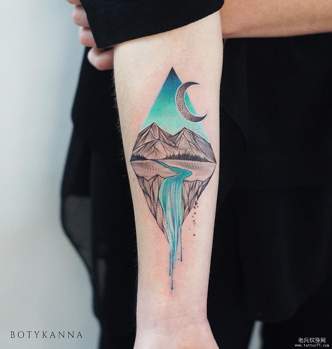 手臂几何月亮风景色彩渐变纹身图案