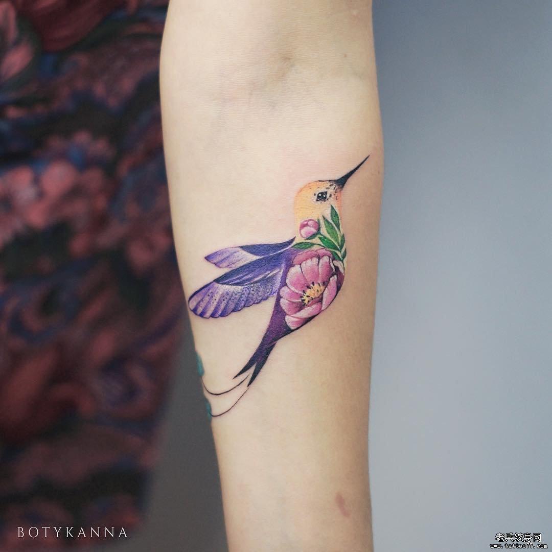 手臂鸟色彩纹身图案