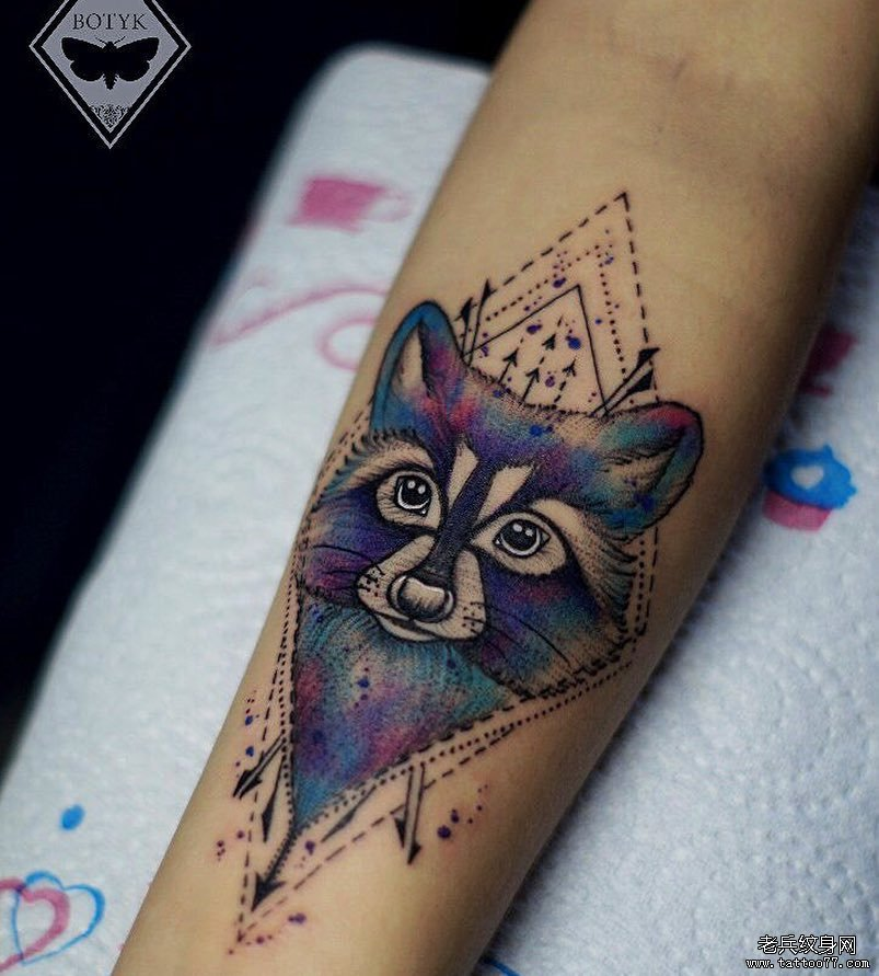 手臂几何狐狸色彩纹身图案