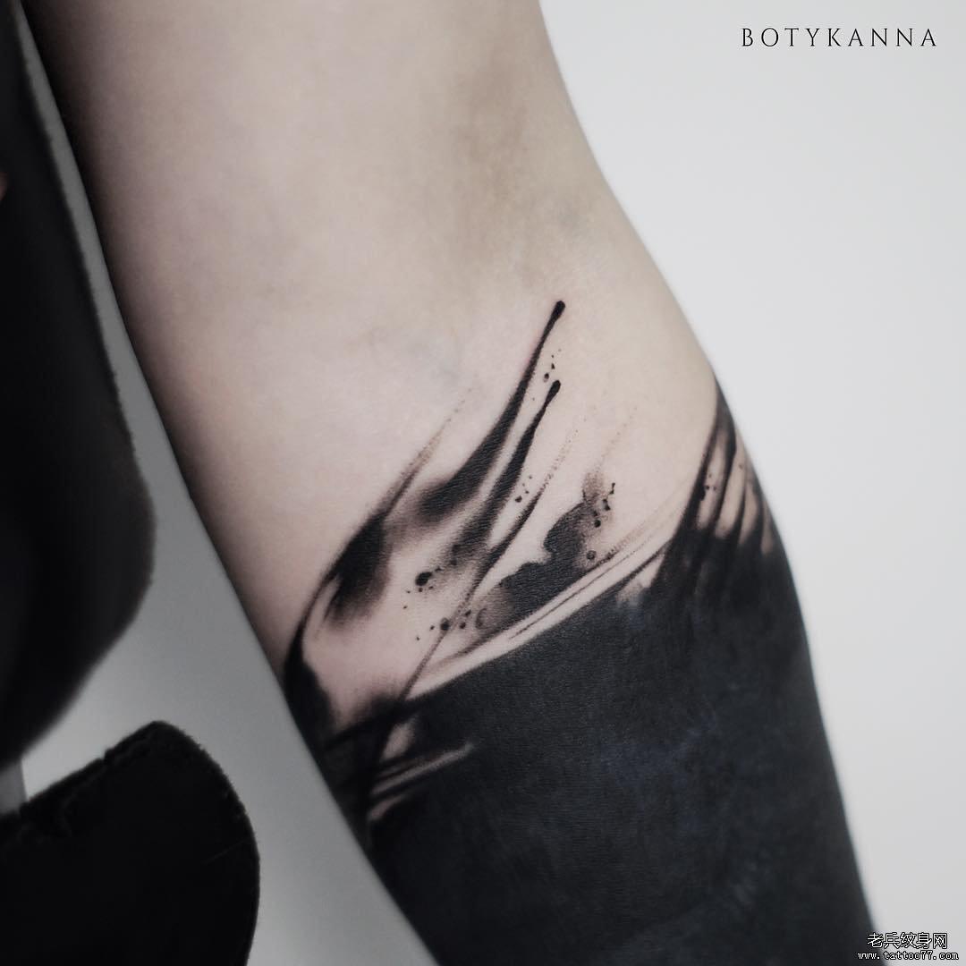 黑灰几何纹身手稿图片