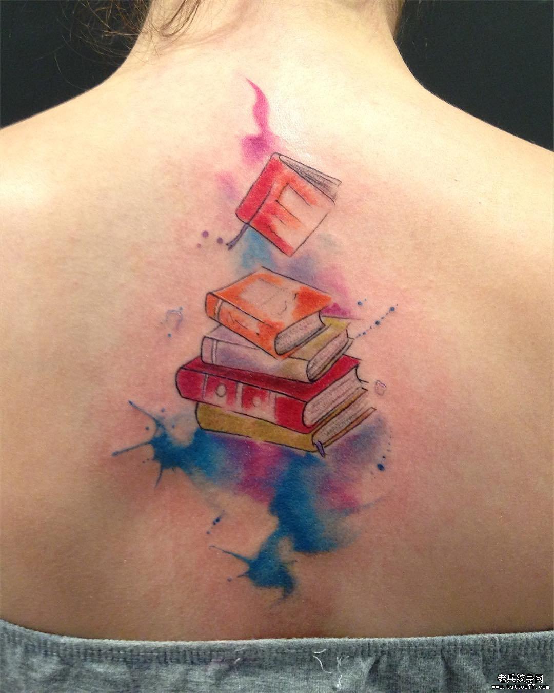 后背彩色书本纹身图案