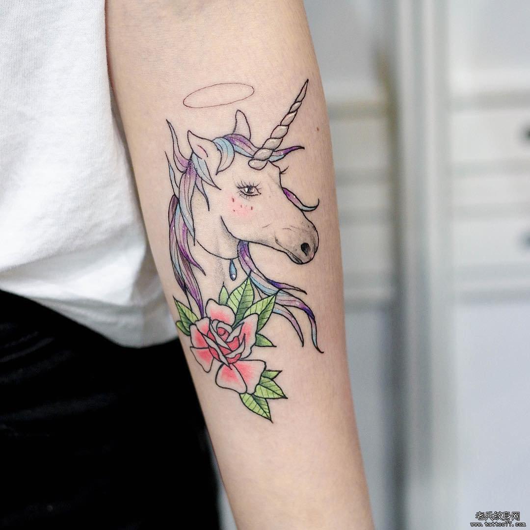 手臂独角兽纹身图案